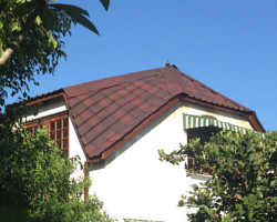 The gable ends with onduvilla installed